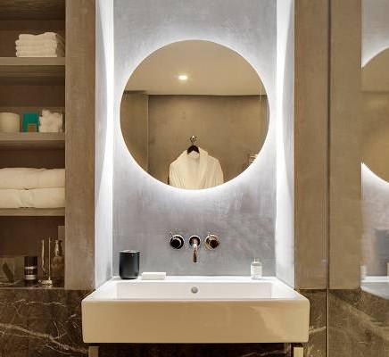 Zrkadlový nábytok